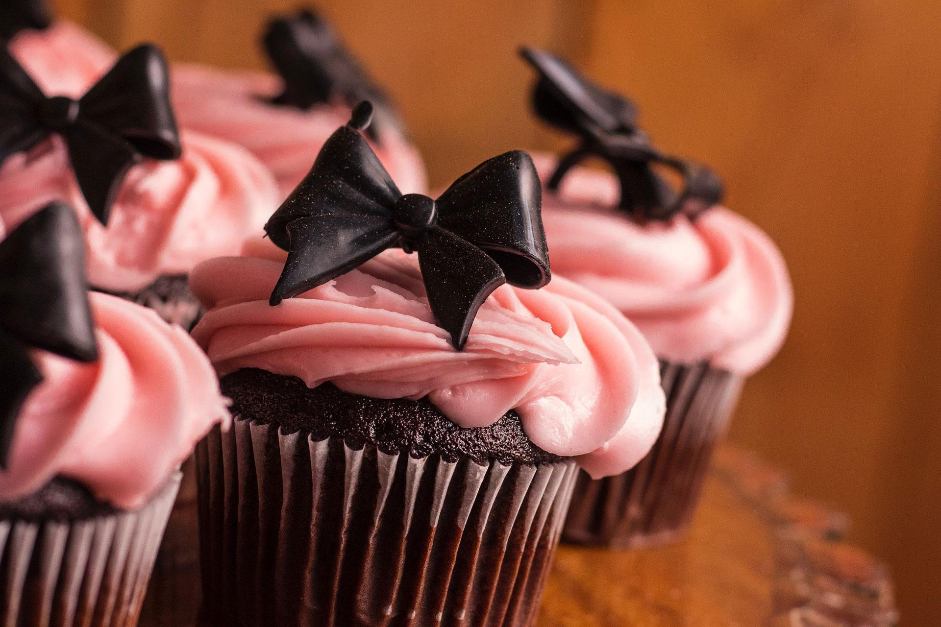 Bild von Muffins mit rosa Glasur